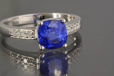 Choose A Trusted Jeweller for Your Sapphire Engagement Rings