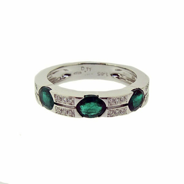 18ct White Gold Diamond + Emerald ring