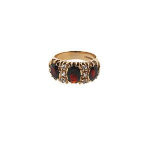 9ct yellow gold garnet amd diamond ring